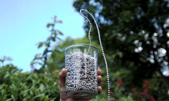 Amazing-Bead-Chain-Experiment-in-Slow-Motion