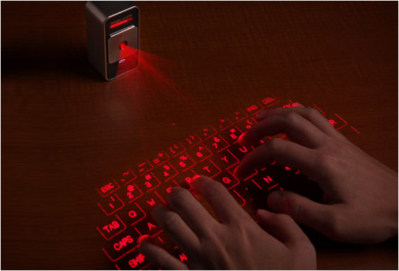 The Holographic Keyboadrd - Celluon Magic Cube