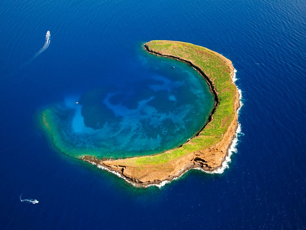 molokini-crater-hawaii_66936_990x742