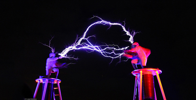 Tesla-Coils-2-Men-in-Suits-Fight-With-Electricity-2