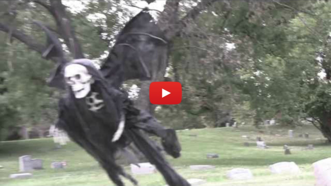 Epic Halloween Prank by Tom Mabe