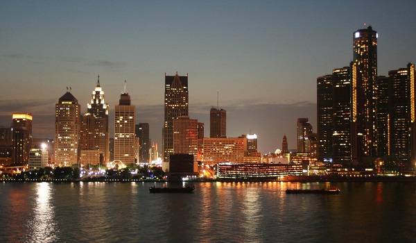 http://www.hotelroomsearch.net/top-destinations/detroit-michigan