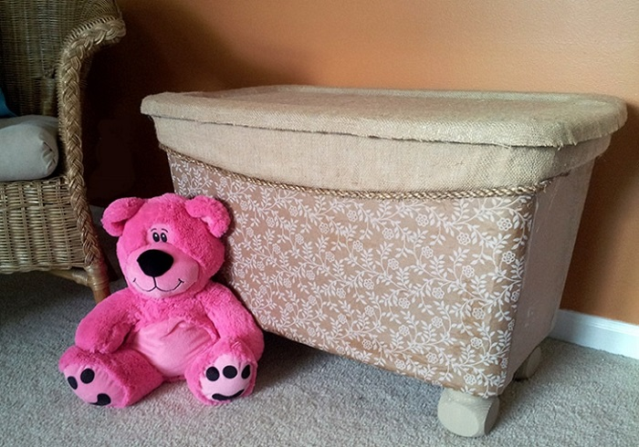 Photo Credit: https://creativedominican.wordpress.com/2013/07/16/storage-bin-to-toy-box-makeover/