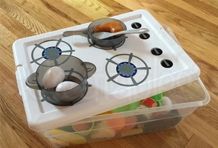 Photo Credit: http://printablecuttablecreatables.com/pack-n-go-kitchen-diy-toy-stove-tutorial-free-svg-cut-files/